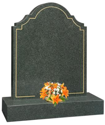 16043 - The headstone is framed by a gold pin line which makes a feature of the flower vase.