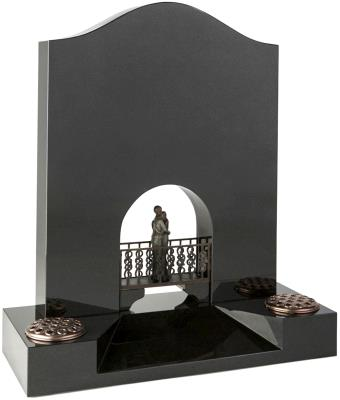 16136 - A pierced Venetian archway and tapered splay base, frames the bronze bridge and figures